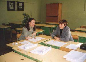 Pilviškių vidurinėje mokykloje su kolege Violeta Kriščiūniene egzaminų vertinimo metu 2005 m.