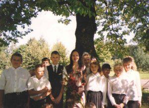 Pirmasis Mokytojos rugsėjis. Su penktokais Žaliojoje 2000 m. rugsėjo 1-ąją.