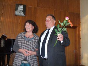Ignalinos Miko Petrausko muzikos mokyklos direktorė Birutė Paukštienė ir operos solistas Vladas Bagdonas