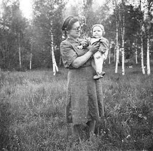 Kai ir beržai, ir mudvi su Mama dar buvom jaunos ir gražios...