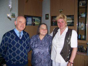 Su pirmąja mokytoja Irena Narmontiene ir jos vyru, taip pat mokytoju, Vaclovu Narmontu. 2012 m.