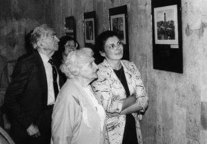 Su Bernardu Brazdžioniu, jo žmona ir režisiere Alma Eigerdiene Utenos kultūros centre.