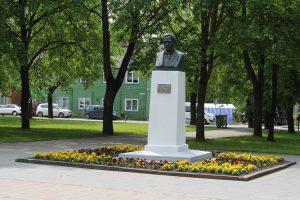 Paminklas Laurynui Ivinskiui Kuršėnų miesto centre. V. Kirkučio nuotrauka.