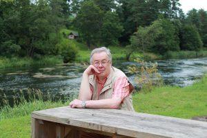 Šventa susimąstymo akimirka prie pačios švenčiausios Lietuvos upės Šventosios, netoli Anykščių. V. Kirkutienės nuotrauka.