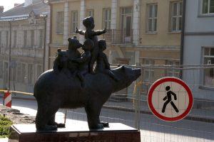 """Skulptūra """"Žemaitijos legendos"""" Telšiuose. R. Šileikos nuotraukos"""