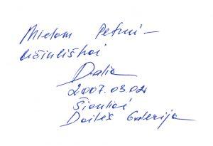 """Šiauliškės Dalios Staponkutės autografas kolegai rašytojui Petrui Rakštikui. Esė rinktinėje """"Lietumi prieš saulę""""."""