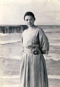 Tyrų duktė, 1923. Palanga