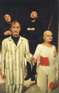 """Sigito Parulskio pjesėje """"Iš gyvenimo vėlių"""" su aktoriais Pranu Piauloku, Vaclovu Tamašausku ir Sigitu Jakubausku."""