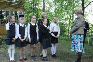 Poetę Zitą Gaižauskaitę sveikina skaitytojai