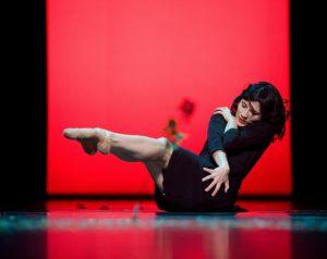 "Mauro Bigonzetti baletas ""Piaf"". Piaf - Monica Garcia Vincent (c) Gent Weigelt. Hanoverio valstybines operos nuotrauka"
