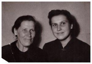 Mamutė (taip vadinome savo močiutę) ir mama