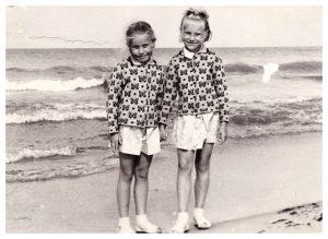 Aš su sesute Virginija (kairėje) Šventojoje