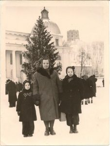 Mama, baba ir teta. Jau gyveno Vilniuje.