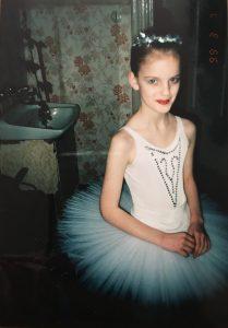 """Vaikystėje Justina lankė ir baletą. Prieš baleto """"Sniego karalienė"""" spektaklį Rusų dramos teatre."""
