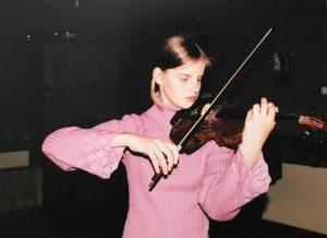 Justina pamokoje pas smuikininką Dariu Dikšaitį Čiurlionio kvarteto studijoje.