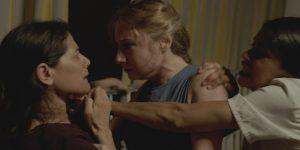 Trys filmo moterys: Oum Yazan (Hiam Abbass), Halima (Diamand Bou Abboud) ir Delhani (Juliette Navis).