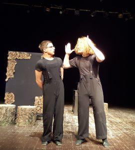 Akimirka iš Jonavos teatro spektaklio.