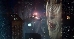 Tamsus, futuristinis Blade Runner 2049 pasaulis.