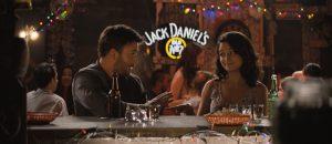 Frankas (Chris Evans) ir Mary mokytoja Bonnie (Jenny Slate) žavingai flirtuoja Ferg's bare penktadienio vakarą.