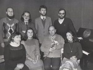 M. Urbaitis su J. Juzeliūno absolventais sveikina profesorių 80-mečio proga, 1986 m.  (c) LMTA archyvas