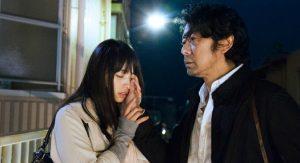 Ankantis fotografas Masaya Nakamori (Masatoshi Nagase) švelniai lyti Misako (Ayame Misaki) veidą, mėgindamas įsiminti jos bruožus.