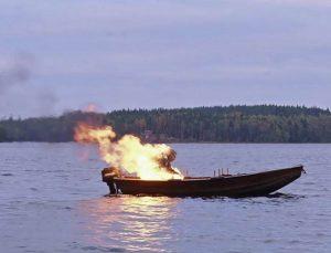 Vanduo, ugnis, oras ir žemė - Telmai pavaldūs elementai, kuriais įgyvendinami pasąmoniniai nuosprendžiai (šiuo atveju rūstus tėvas sudeginamas savo paties valtyje ežero viduryje).