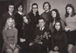 Su doc. Vaclovu Paketuriu ir bendrakursiais Mindaugu Urbaičiu, Virginija Apanavičiene, Zita Kelmickaite, Algirdu Martinaičiu, Vida Bakutyte ir kt. 1971-1972 m.