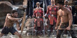 T'Challa (Chadwick Boseman) ir  Erikas Killmongeris (Michael B. Jordan) kovoja dėl sosto.