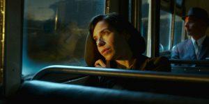 Pagrindinė filmo herojė vieniša nebylė Elisa (Sally Hawkins).