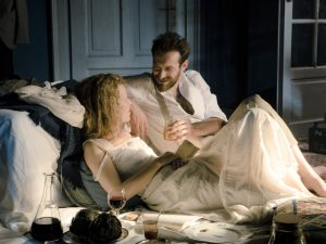 Ramybės akimirka šalia mylimojo Paul Langevin (belgų aktorius Ariehas Worthalteris).