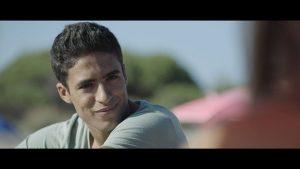 Drovus pagrindinis filmo veikėjas Aminas (Shaïnas Boumedine'as), savotiškas režisieriaus alter ego.
