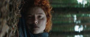 Pagrindinei filmo veikėjai Moll (Jessie Buckley) būdinga iracionali trauka prie žemės.