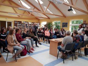 """Pokalbis """"Vaizduotės vitražai"""" Ignalinos viešojoje bibliotekoje. Organizatorių nuotrauka"""