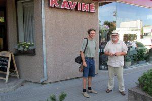 Su poetu Gvidu Lataku. 2018 m. J.Junevičiaus nuotrauka
