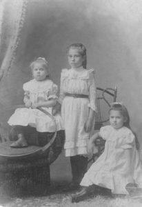 Ona, Leontina, Zuzana Baranauskaitės Liepojoje. XX amžiaus pradžia