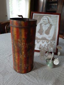 Vaikystės saldainių dėžutė B. Buivydaitės namuose. Neringos Dangvydės nuotrauka