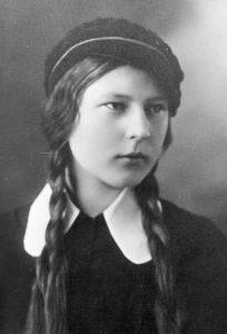 Pranė Aukštikalnytė-Jokimaitienė – būsima tautosakininkė, filologijos mokslų kandidatė. Biržų krašto Sėlos muziejaus nuotrauka